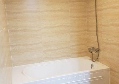 Large-Studio-Bath-tub
